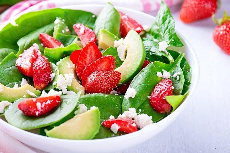 диетические салаты с клубникой
