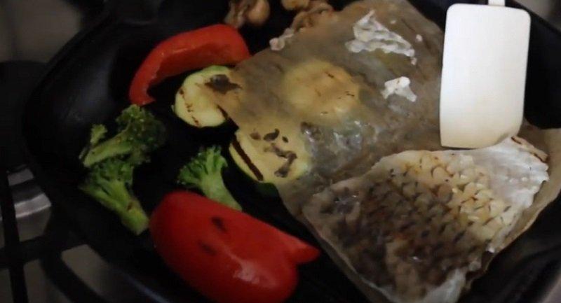 За зиму муж конкретно набрал, приходится готовить на сковороде-гриль, чтобы вернуть его былую красоту Видео,Кулинария,Идеи,Лайфхаки,Мясо,Овощи,Питание,Праздники,Продукты
