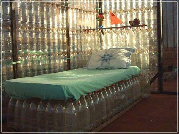 кровать из пластиковой бутылки