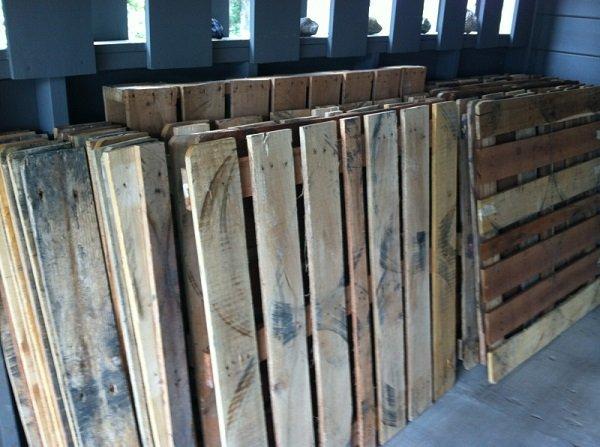 старые деревянные поддоны