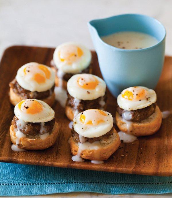 булочки с яичницей