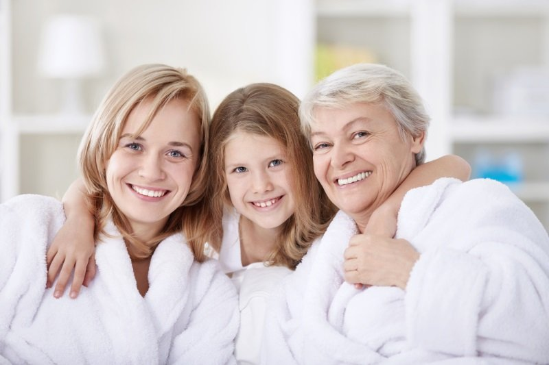 значение родинок на брови