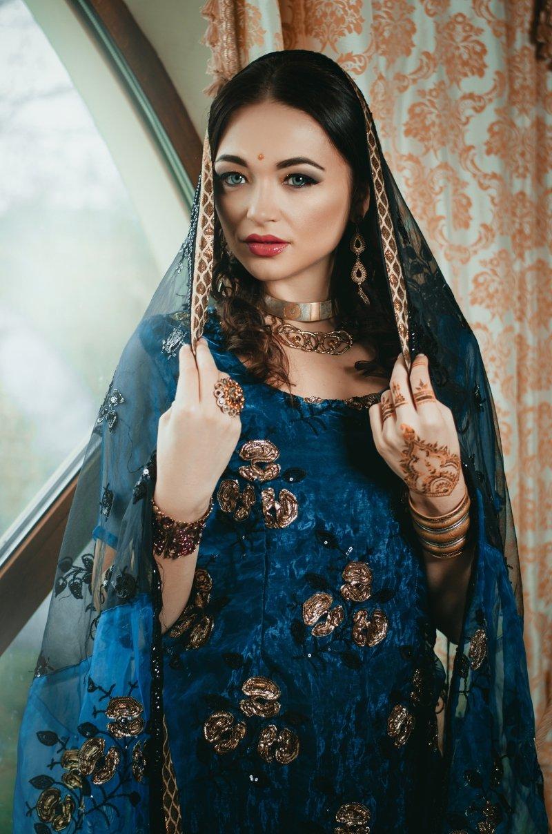 свадебное платье голубого цвета