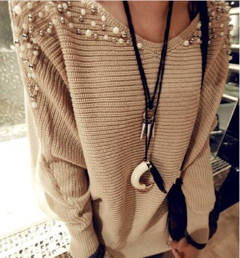 свитер украшенный бусинами