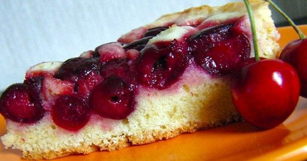 Сезон черешни в разгаре: 3 лучших десерта, которые хочется готовить снова и снова.