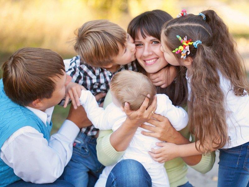 Екатерина Бурмистрова, психолог и мама 11 детей рассказала, что заставляет женщин рожать