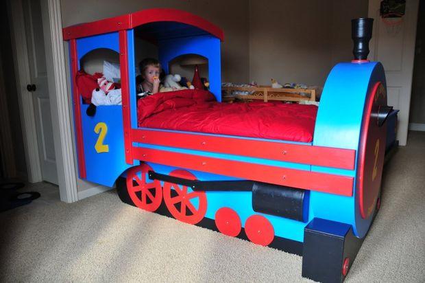 кроватка-паровоз