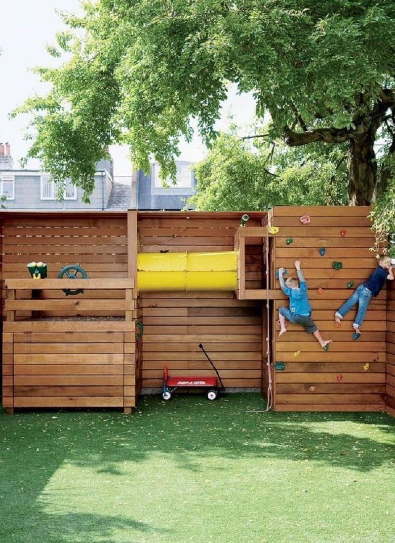 Папа построил сказочную детскую площадку для своей крохи. Утащу эту идейку к себе на дачу