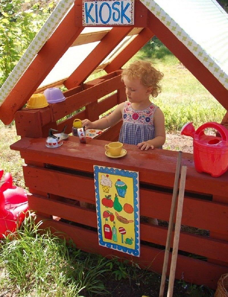 Папа построил сказочную детскую площадку для своей крохи. Утащу эту идейку к себе на дачу рекомендации