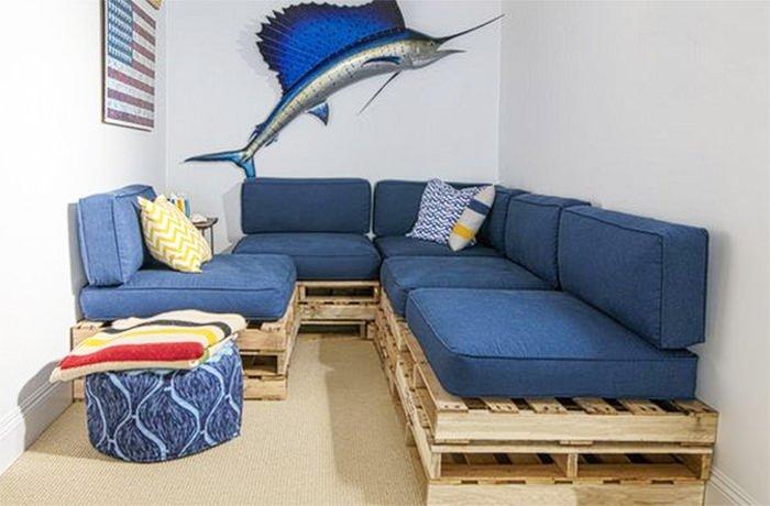 диваны из поддонов в морском стиле