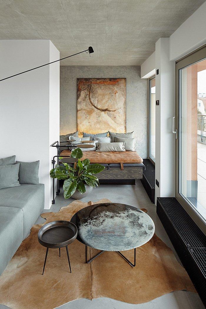 дизайн интерьера гостиной с большими окнами