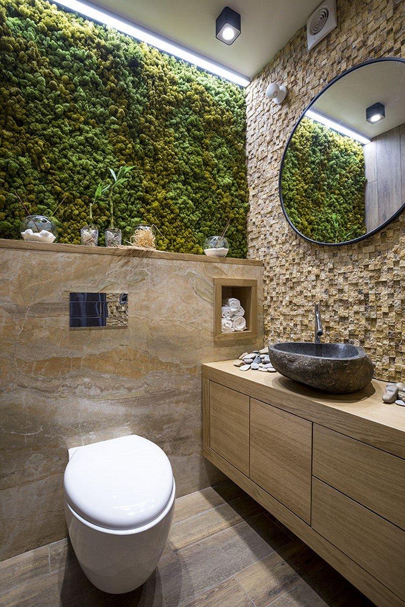 маленький туалет с ванной