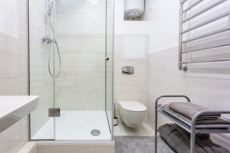 как разместить сантехнику в маленькой ванной