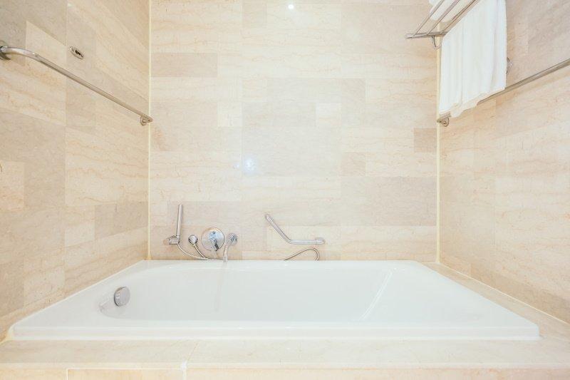 как разместить сантехнику в маленькой ванной комнате