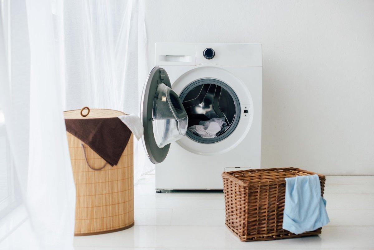 Зачем доливать уксус в стиральную машинку при стирке