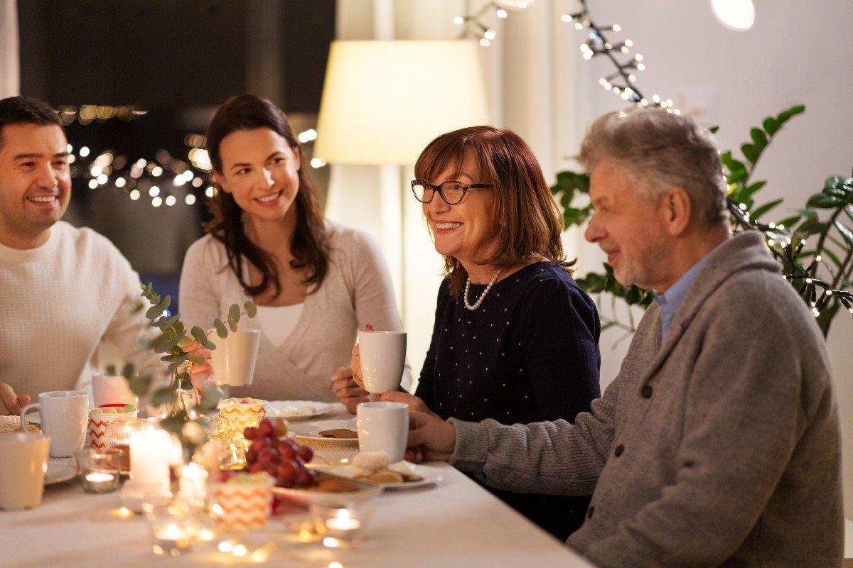 Надо ли покупать дом на две семьи и жить вместе с родителями на склоне лет