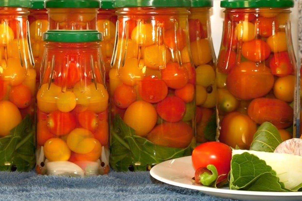 Способ заготовить помидоры на зиму без соли, специй, уксуса и укропа