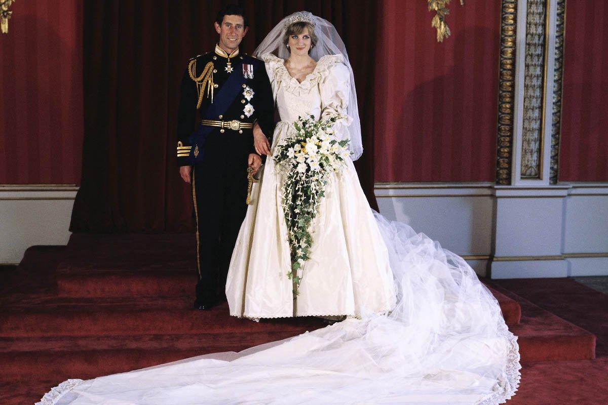 Самые роскошные и дорогие свадебные платья в истории