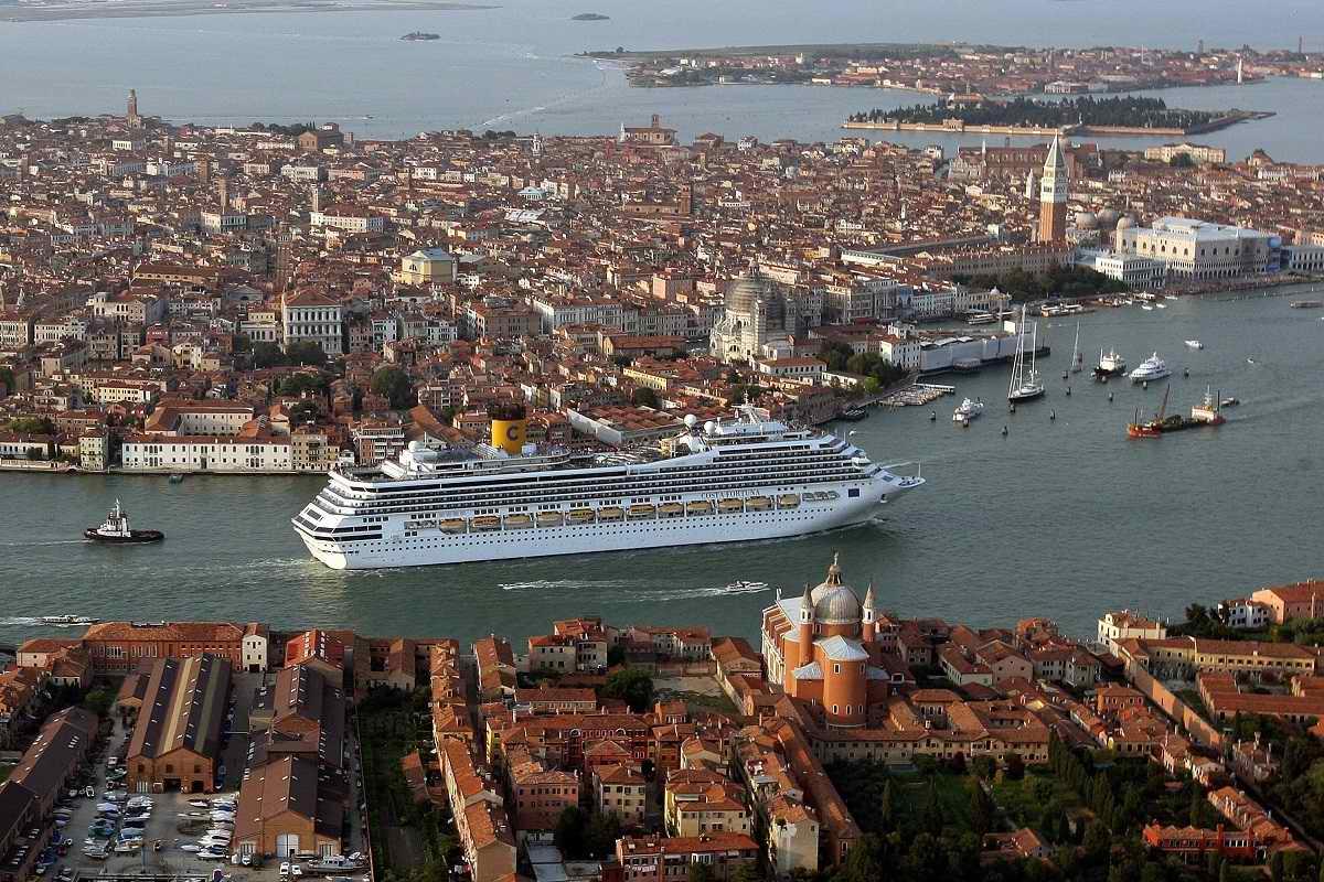 Учитель истории рассказал, как средневековые зодчие возвели древние дворцы Венеции