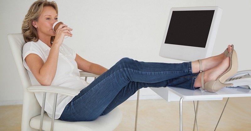 джинсы для женщин 50+