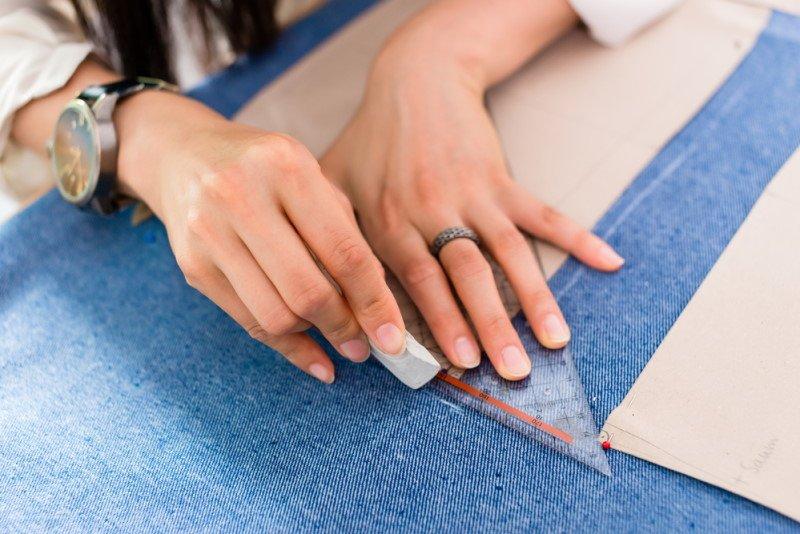 как расширить джинсы в поясе