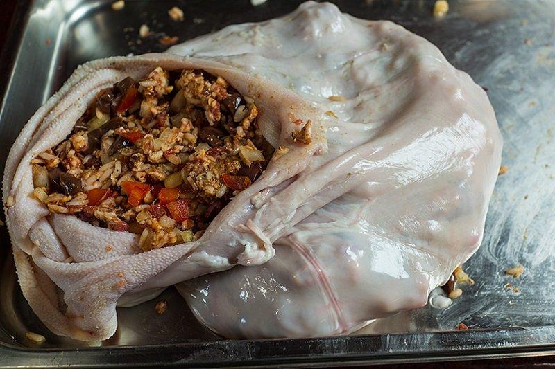 свиной желудок фаршированный рисом
