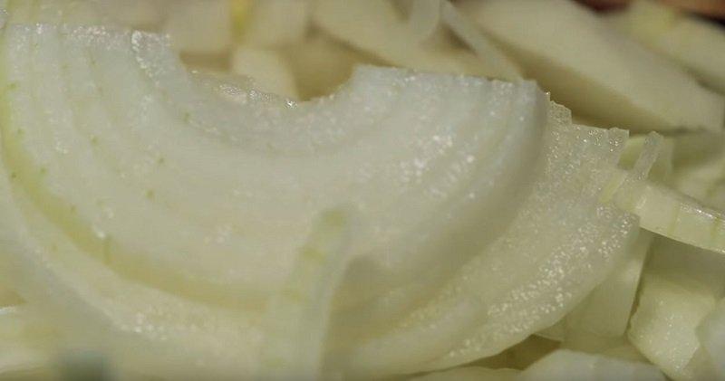как нарезать лук для плова