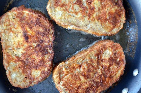 французские тосты с бананом и нутеллой