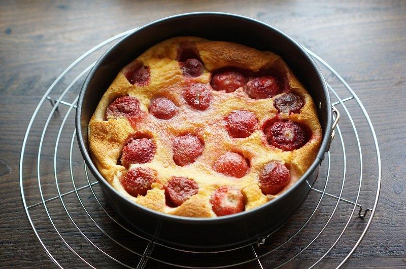 Clafoute koláč s jahodami