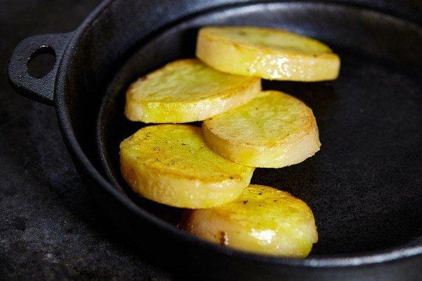 Как приготовить слоёный салат с курицей и грибами