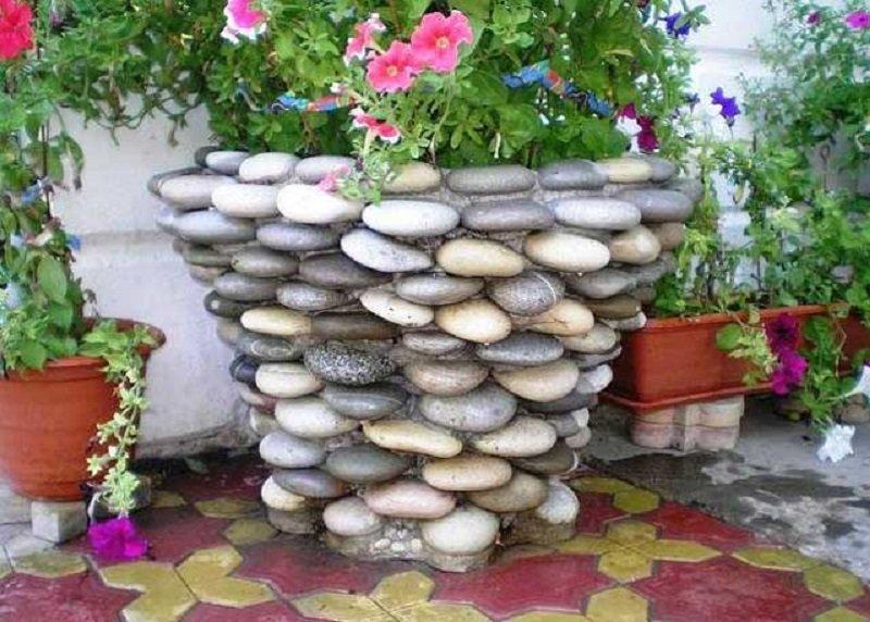 Оригинальные клумбы из камней фото