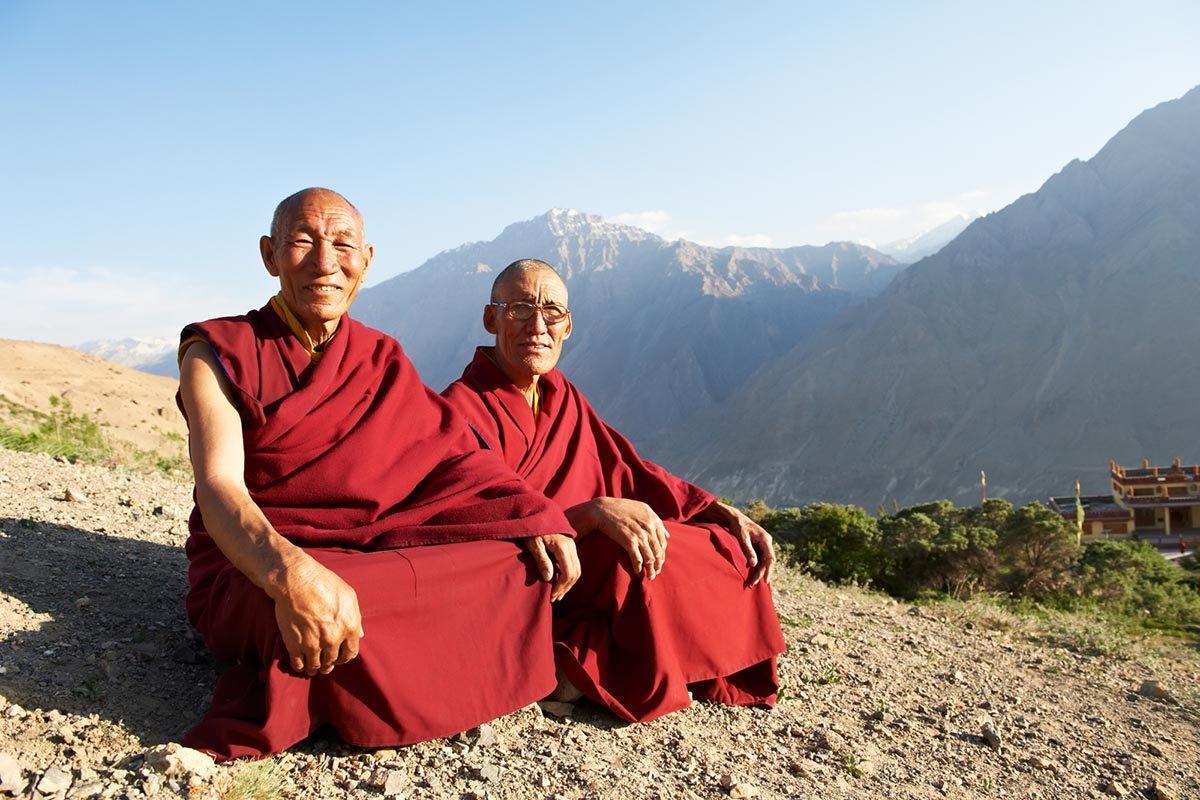 Моложавый тибетский монах практикует гимнастику уже 40 с лишним лет, бодрый, как школьник