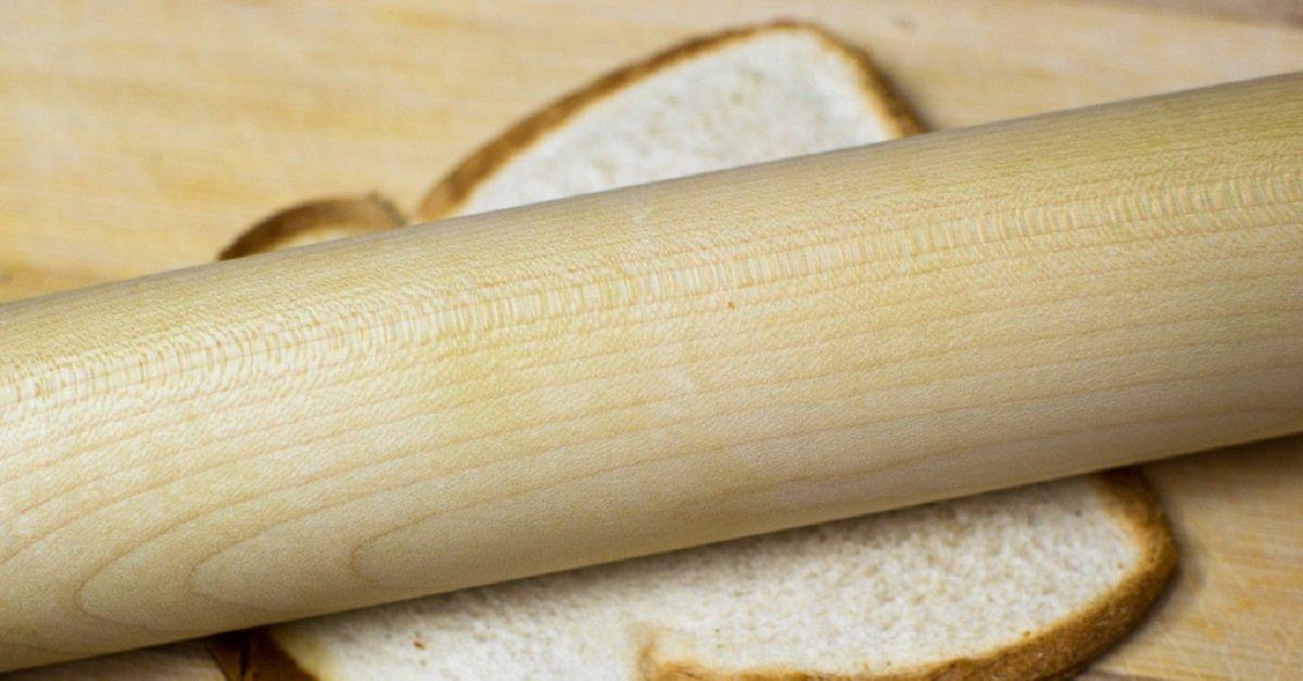 Она раскатала скалкой хлеб и приготовила блюдо, которое хочется есть каждое утро!
