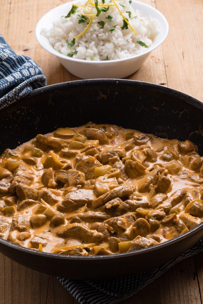 Как приготовить говядину в сметанном соусе