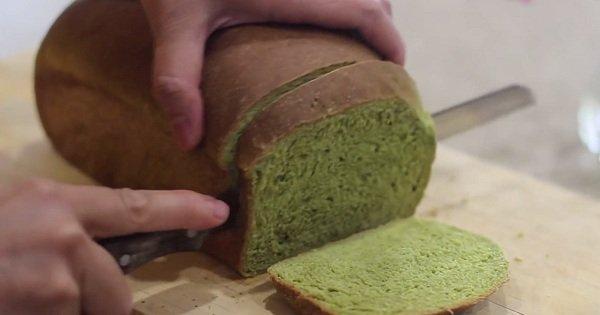 Оригинальный летний рецепт: полезный хлеб со свежим шпинатом.