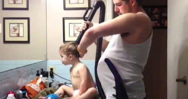 Как сделать девочке хвостик? Посмотри, до чего додумался этот заботливый папаша!