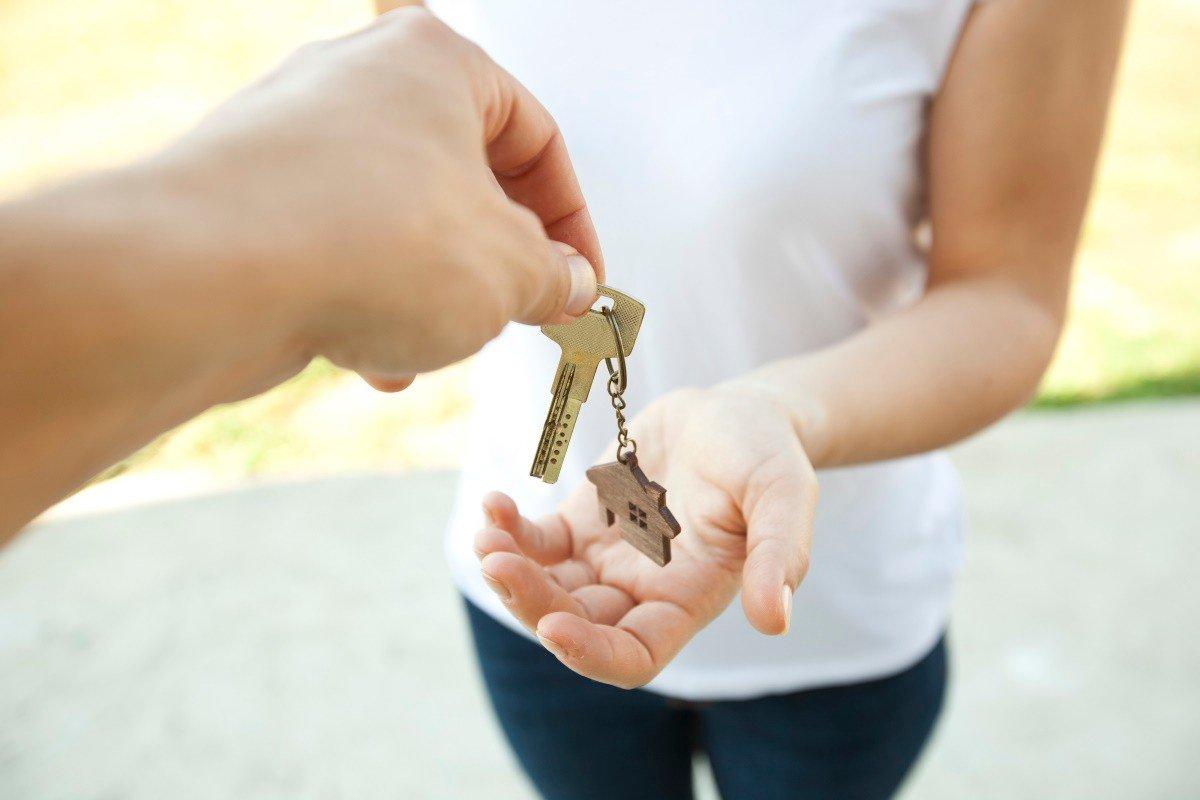 Почему родители не дарят квартиру дочери, при живом-то муже