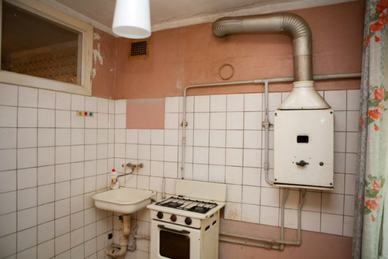 Moja stará kuchyňa má len 5m2, pozrite sa, ako sa mi ju podarilo prerobiť. Za toto ma moja žena miluje ešte viac