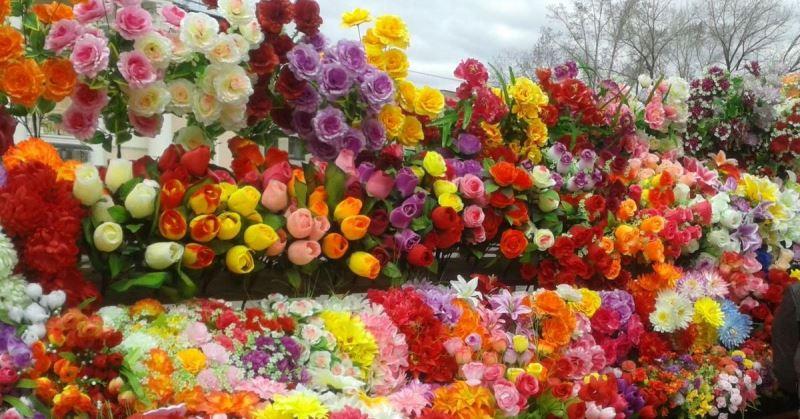 зачем искусственные цветы на кладбище