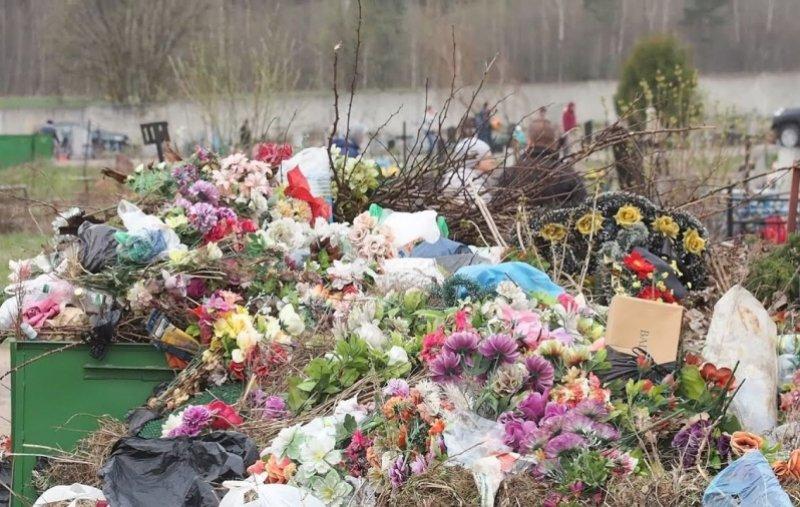 венок на кладбище