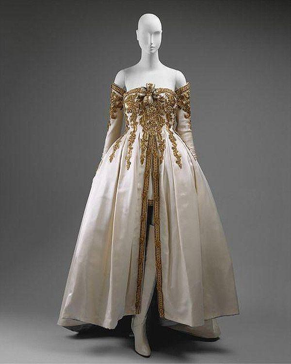 Платье от Карла Лагерфельда