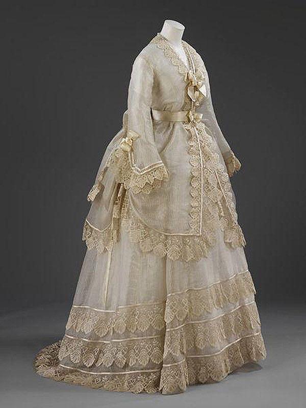 старинное французское платье