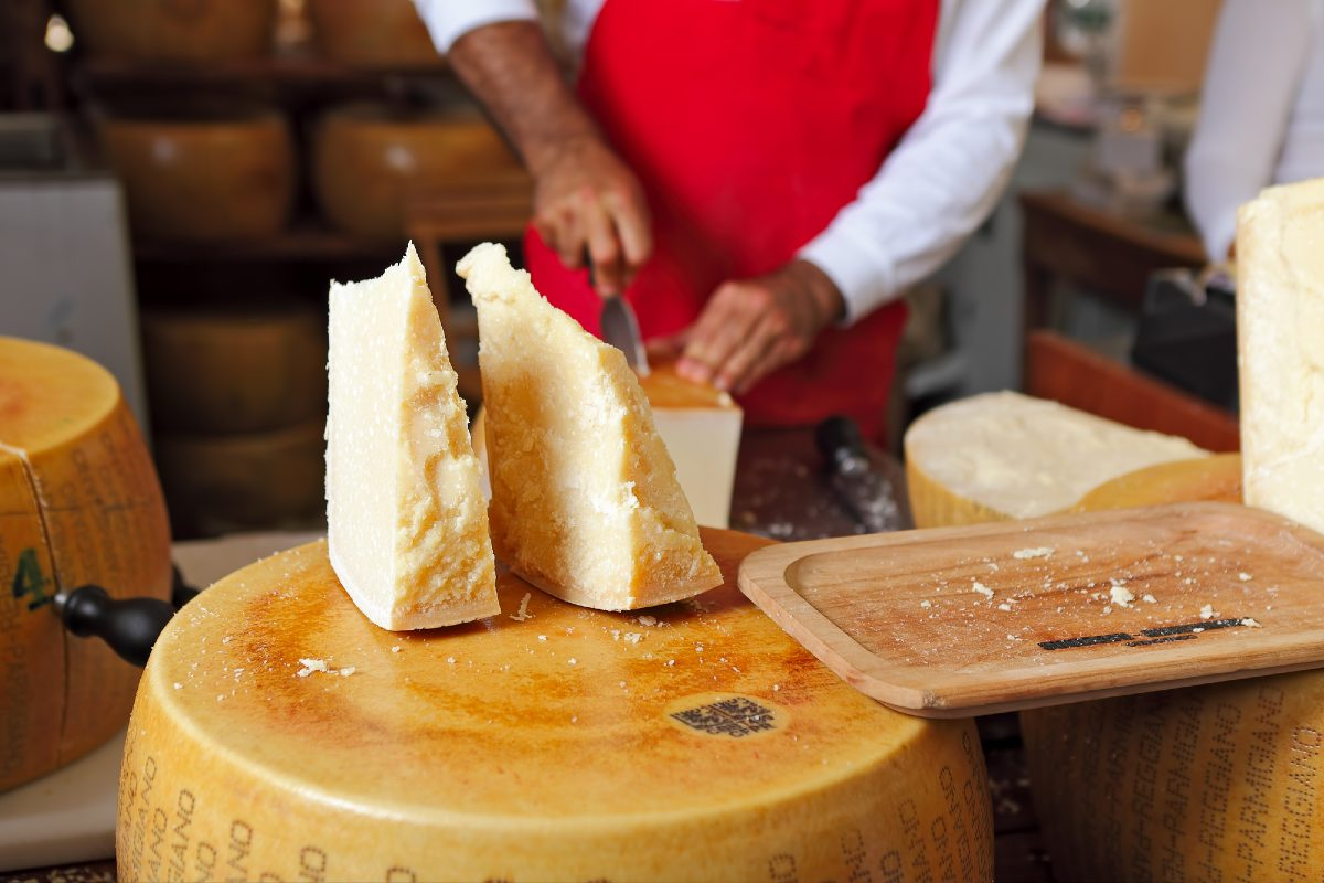 Фланируя по итальянскому супермаркету, заметила в продаже сырные корочки и сильно удивилась