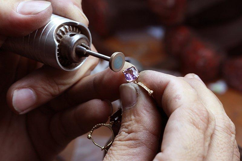 Почему в ювелирную мастерскую всегда нужно нести две серьги всегда, нужно, перед, мастер, процессе, вообще, камней, всего, вполне, которые, готовым, лимит, возможно, будет, своим, обычная, ювелирных, некоторых, звеньев, украшение