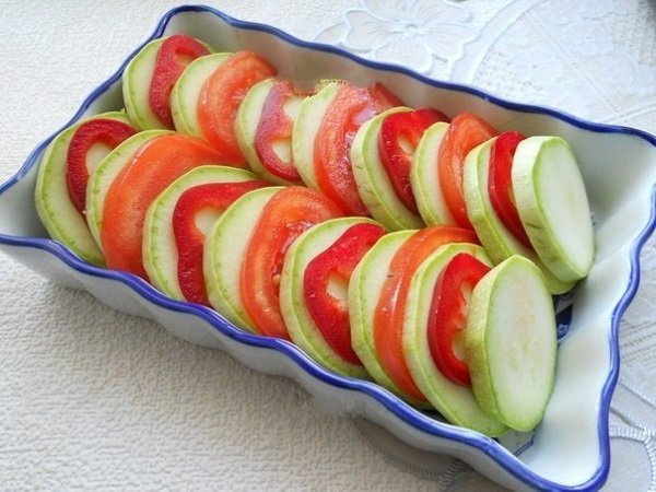 Запеканка из кабачков с мясом и помидорами в духовке