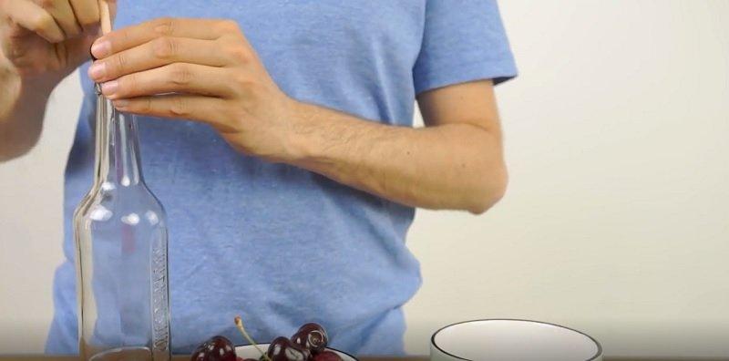 как достать косточку из вишни
