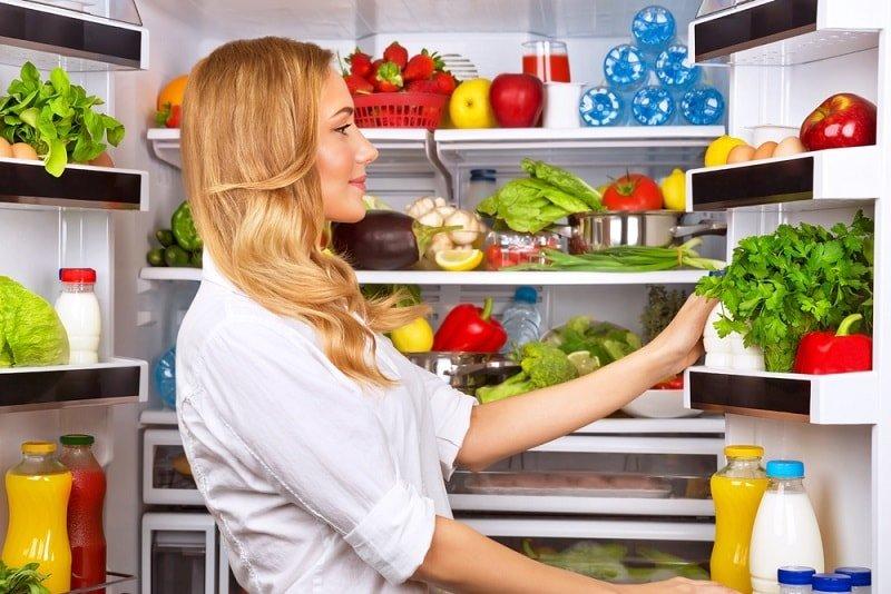 набор продуктов в холодильнике