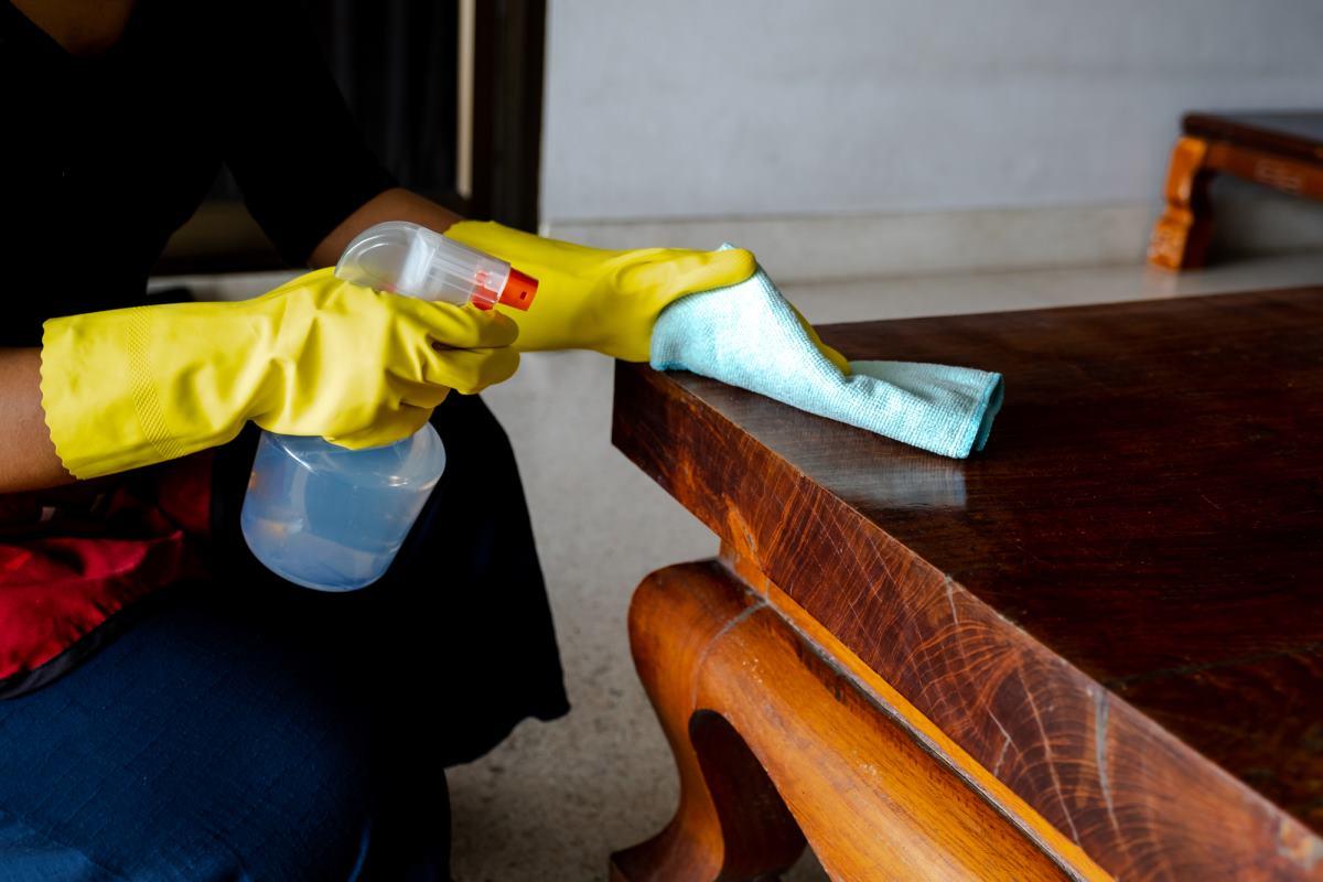 как убрать пыль с одежды