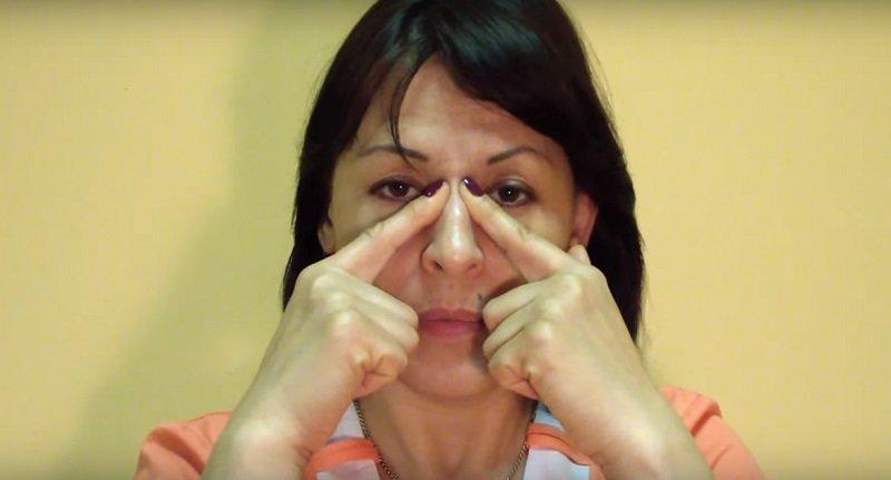 точечный массаж при заложенности носа