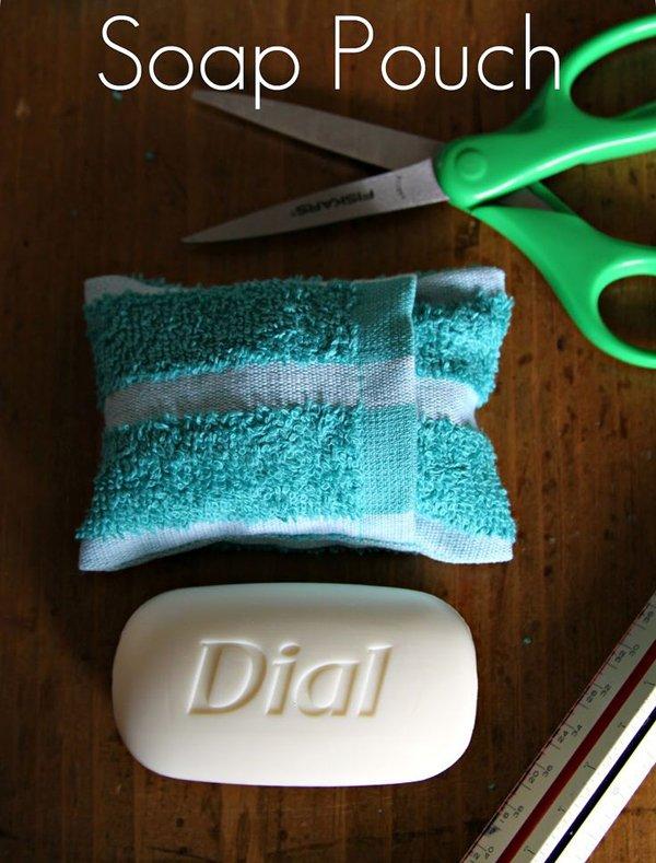 полотенце и ножницы